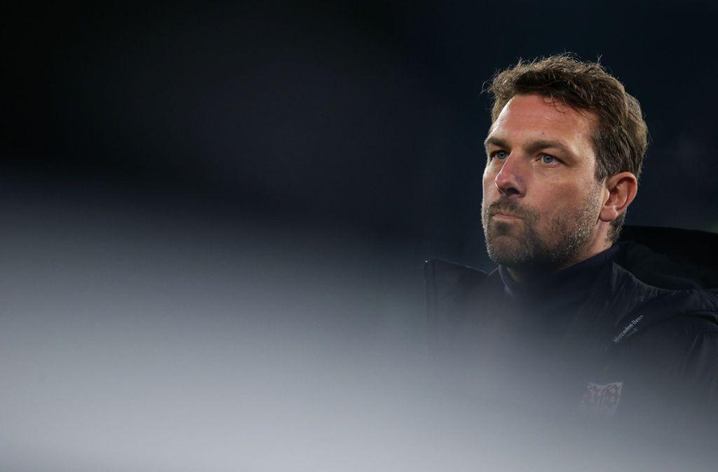 Was plant Markus Weinzierl für seinen VfB Stuttgart gegen den FC Schalke 04? Foto: Bongarts