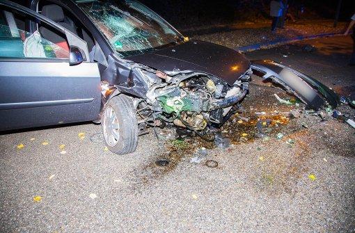 Zwei Mädchen werden bei Autounfall schwer verletzt