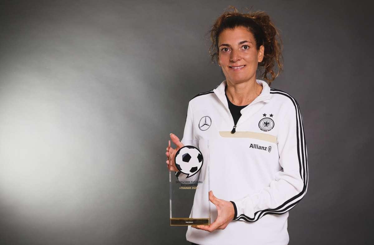 Anja Zivkovic wurde für ihre Verdienste für den Mädchen- und Frauenfußball ausgezeichnet. Foto: Deutscher Fußball Botschafter
