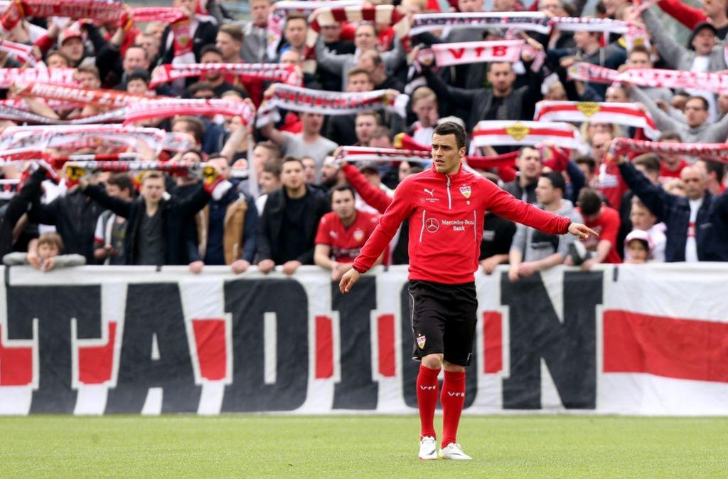 Stürmer Filip Kostic und der VfB: Fan-Unterstützung beim Abschlusstraining Foto: Baumann
