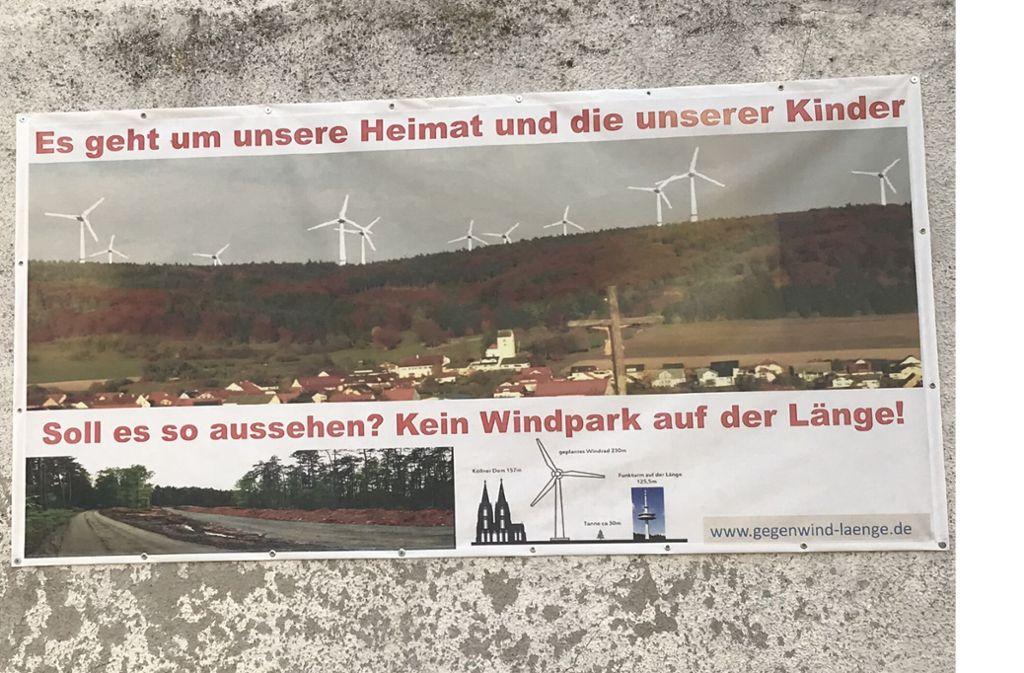 Ein Plakat der Windkraftgegner an einer Hauswand in Blumberg-Hondingen Foto: Matthias Schmidt