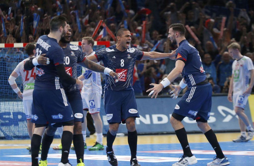 Die Spieler aus Frankreich mit Daniel Narcisse (Mitte) jubeln über den Sieg. Foto: AP