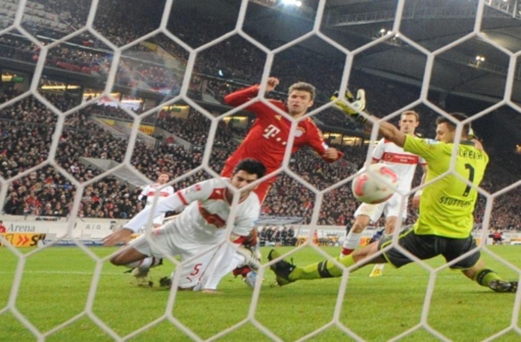 Die Entscheidung: Thomas Müller erzielt das 2:0 für den FC Bayern. Foto: dpa