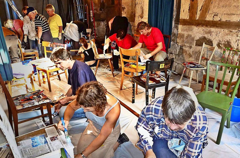 """Nicht nur mit  ihrer """"Stuhlwerkstatt"""" bereichert die Lokale Agenda Uhingen  das Stadtleben. Foto: Stadt Uhingen"""