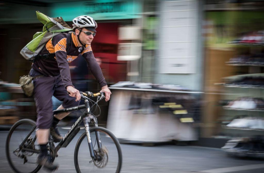 Nicht nur Fahrradkuriere würden von Radschnellwegen in Stuttgart profitieren. Foto: Lichtgut/Achim Zweygarth