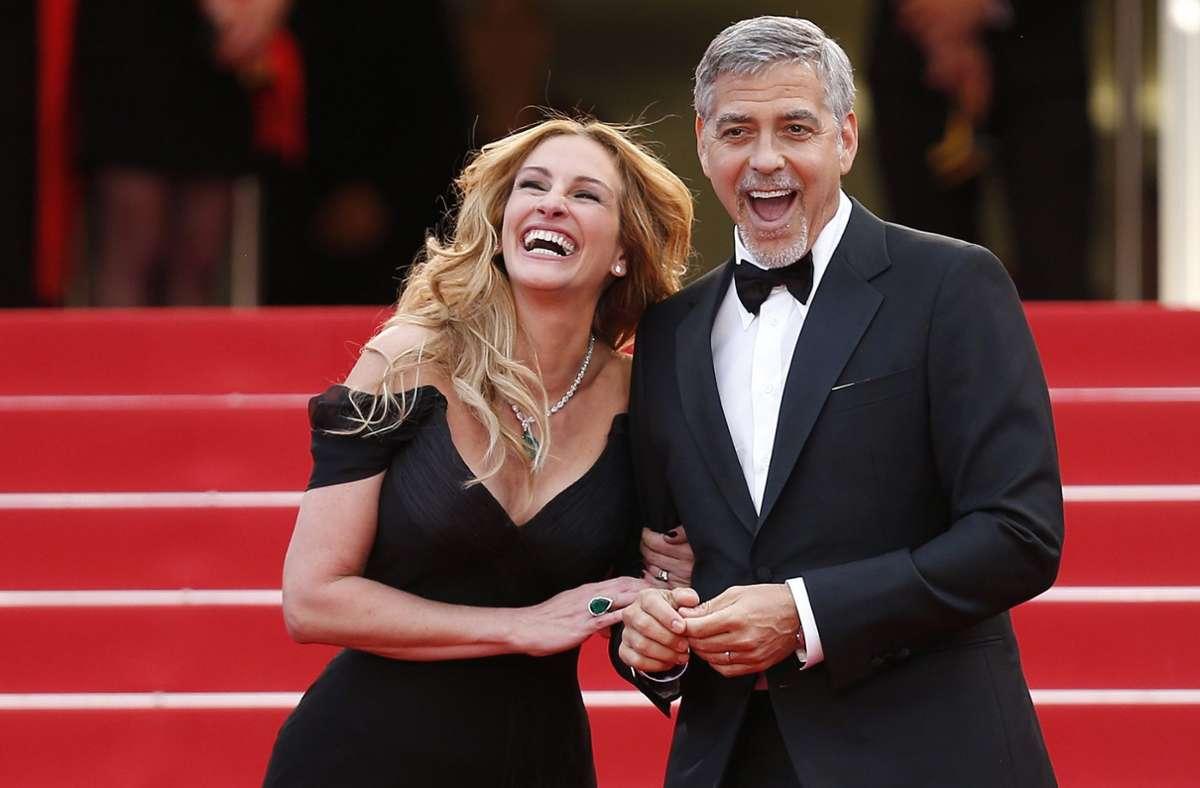 """Julia Roberts und George Clooney werden in der romantischen Komödie """"Ticket To Paradise"""" zu sehen sein. (Archivbild) Foto: dpa/Ian Langsdon"""