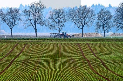 Die Bauernidylle trügt –  auf dem Land brummt vor allem die Industrieproduktion. Foto: dpa