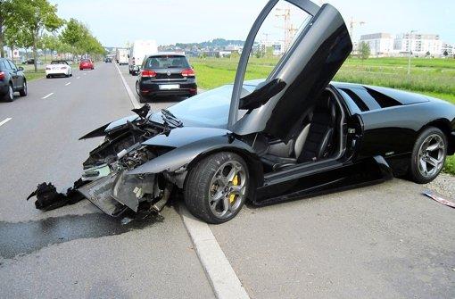 Lamborghini nach Fahrfehler schrottreif
