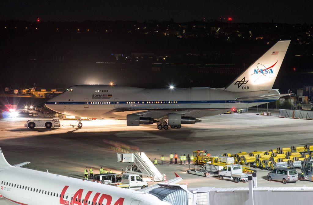 Das Forschungsflugzeug Sofia steht auf dem Rollfeld des Stuttgarter Flughafens. Foto: /www.7aktuell.de/Nils Reeh