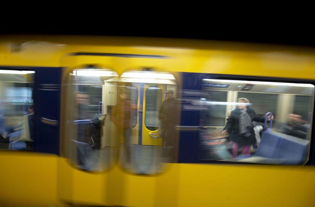 Drei Jugendliche haben in einer Stadtbahn in Remseck am Neckar gezündelt. (Symbolbild) Foto: Leif Piechowski/Leif Piechowski