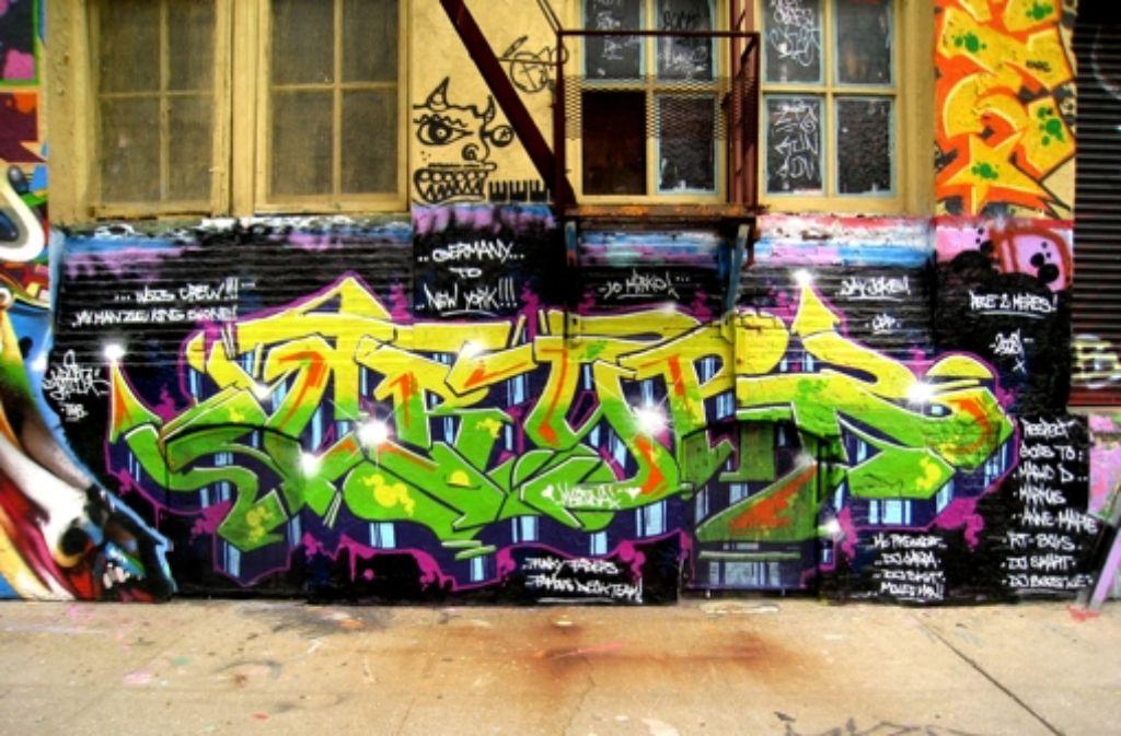 Ein Graffiti von DJ Crypt in New York. Heute sprüht er nur noch legal. Früher nicht. Foto: StZ