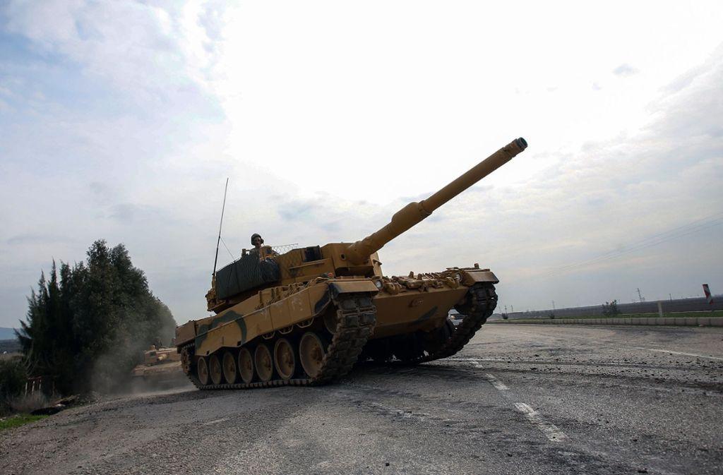 Die Türkei setzt unter anderem Panzer des Modells Leopard 2A4 ein, die in Deutschland produziert werden (Archivbild). Foto: dpa