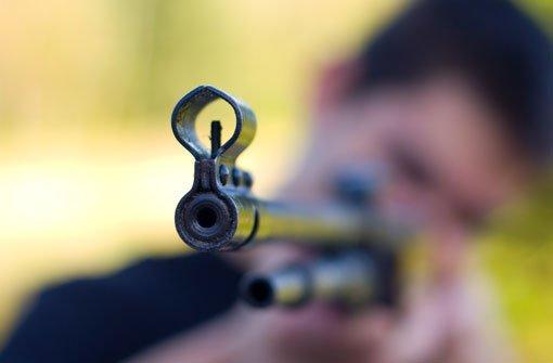 8.4.: Unbekannter schießt auf Kinder