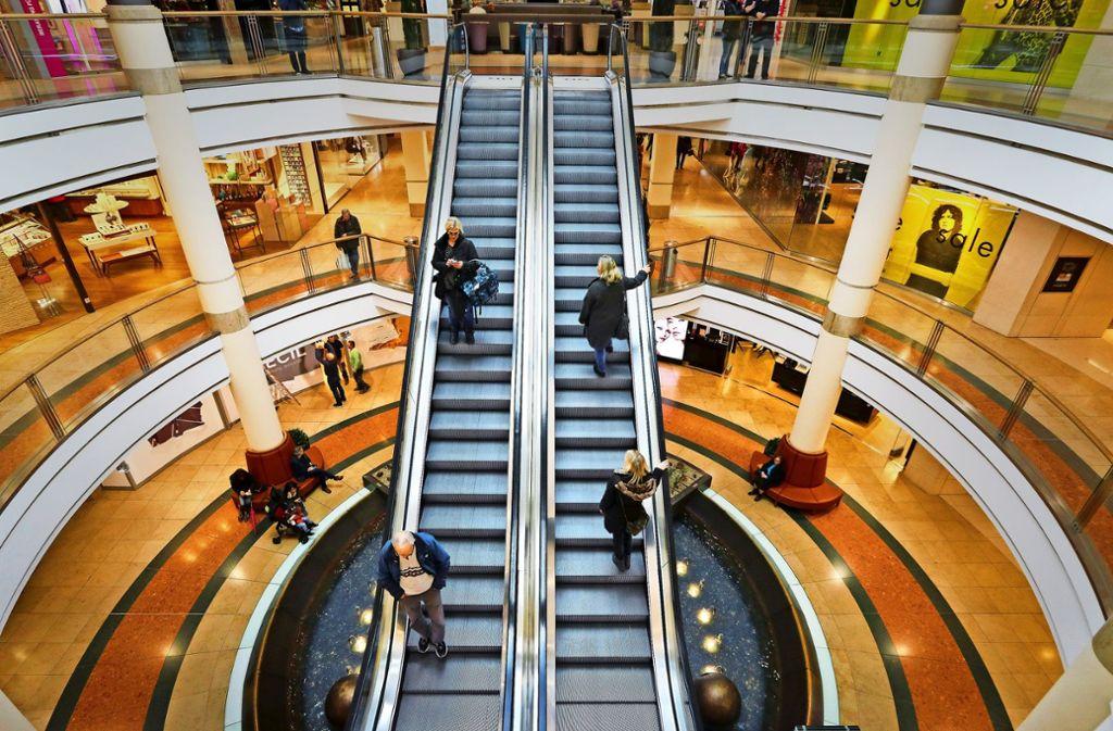 Schuhe, Schmuck, Mode – was Kunden (hier im Breuningerland Ludwigsburg) wollen, ist heute nicht mehr so leicht zu wissen. Sicher ist momentan nur: Es kommt auf die Atmosphäre an. Foto: factum/Granville