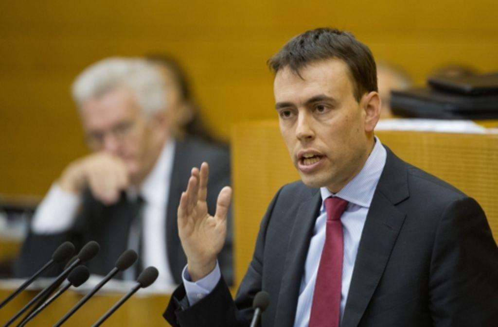 Nils Schmid spricht im Landtag. Foto: dpa