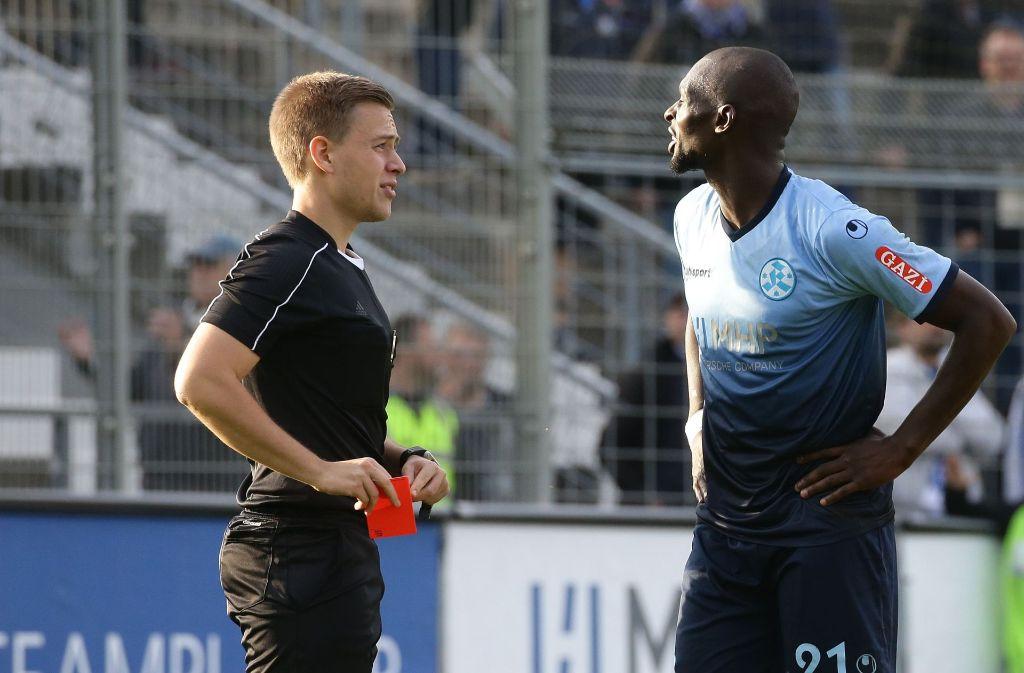 Kickers-Stürmer Lhadji Badiane (rechts)  fehlt in Frankfurt gesperrt. Foto: Baumann