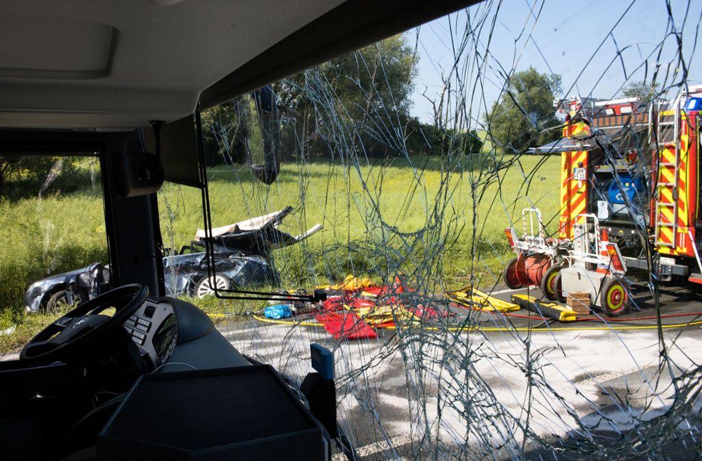 Bei einem Bus-Unfall in Thüringen sind mehrere Menschen verletzt worden. Foto: Michael Reichel/dpa-Zentralbild/