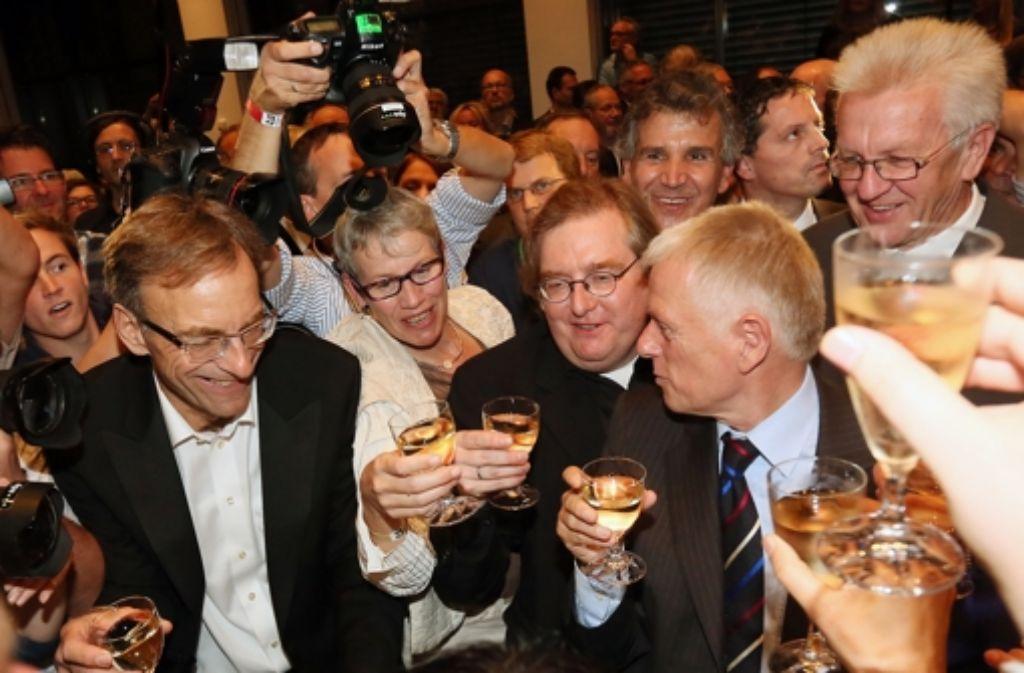 Diese Szene vom Wahlsonntag im Stuttgarter Rathaus setzt den Schlusspunkt unter knapp acht Monate Wahlkampf – wie alles begann, sehen Sie in der folgenden Fotostrecke. Foto: Zweygarth
