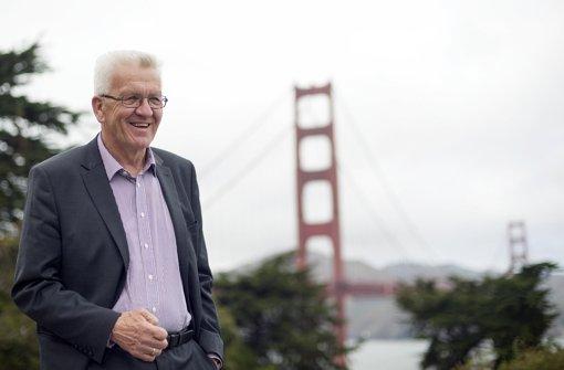 Der baden-württembergische Ministerpräsident Winfried Kretschmann bei seiner USA-Reise vor der Golden-Gate-Bridge in San Francisco. Foto: dpa