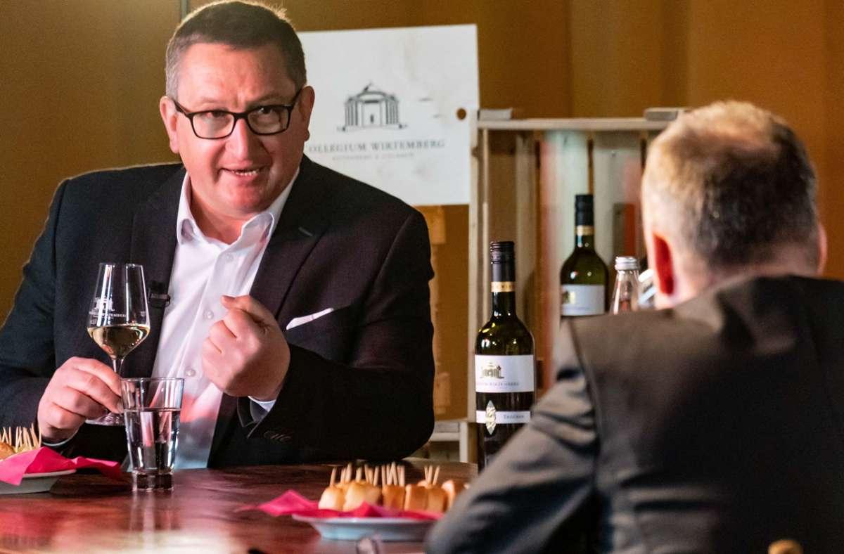 Martin Kurrle (links), Geschäftsführer des Collegiums Wirtemberg, zu Gast bei Weinkolumnist Holger Gayer bei der Online-Weinprobe im Pressehaus Stuttgart. Foto: Lichtgut/Achim Zweygarth