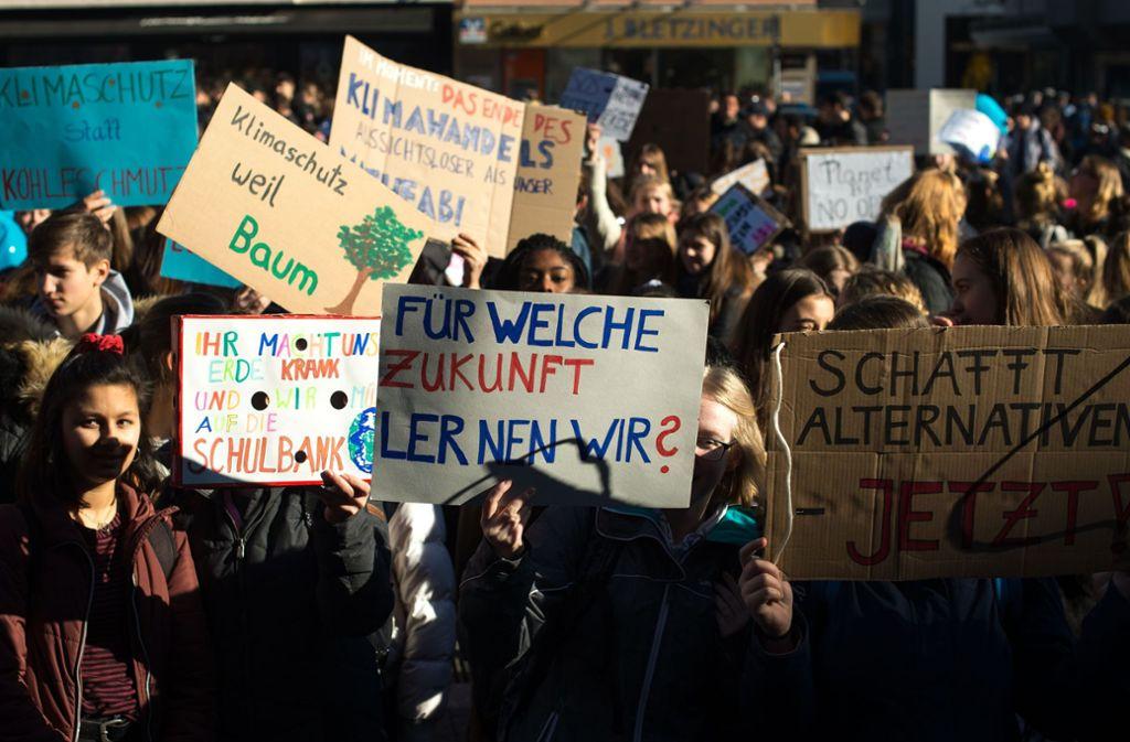 Jeden Freitag protestieren Schüler auf dem Marktplatz für den Klimaschutz. Sie werden im Gemeinderat angehört. Foto: Lichtgut/Leif Piechowski