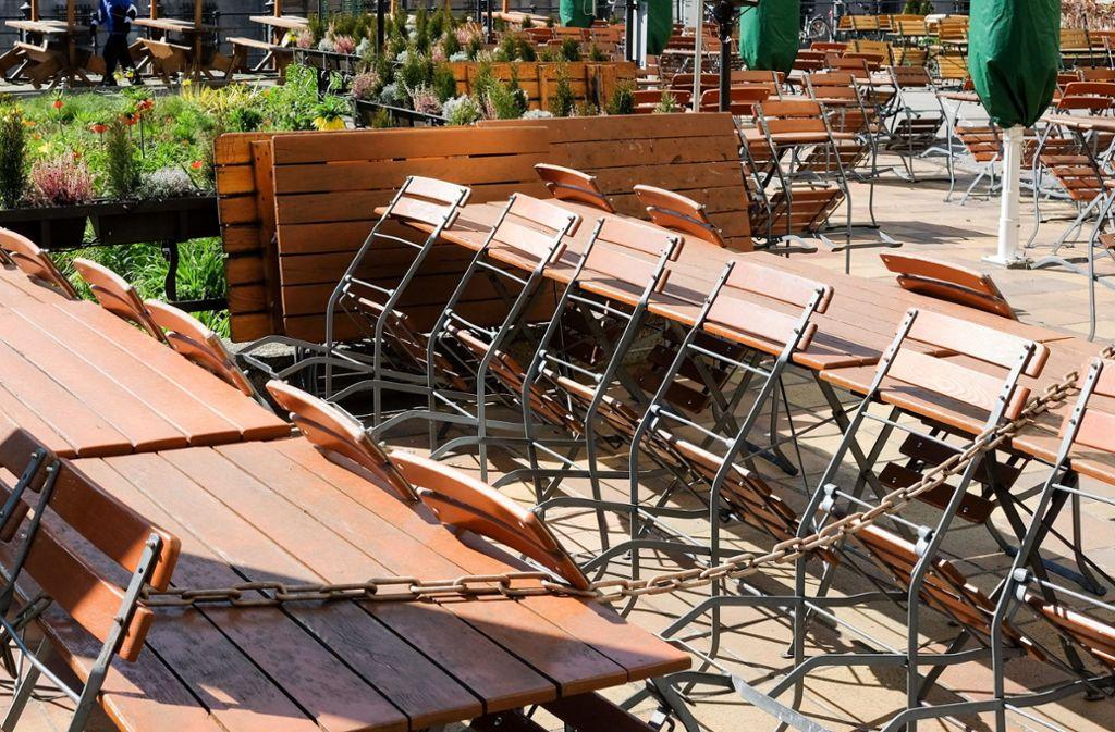 Restaurants dürfen weiterhin keine Gäste bedienen. Foto: dpa/Jens Kalaene