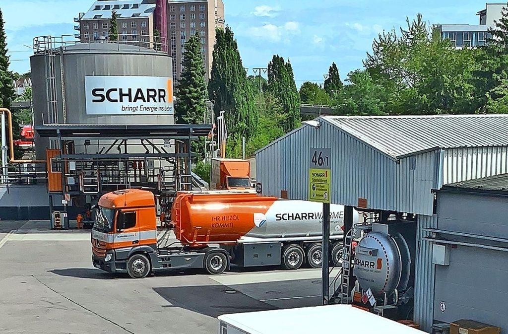 Das Betriebsgelände der Firma Scharr liegt  für die Versorgung   mit Brennstoffen in großen Mengen nahe der Bahngleise. Foto: Götz Schultheiss