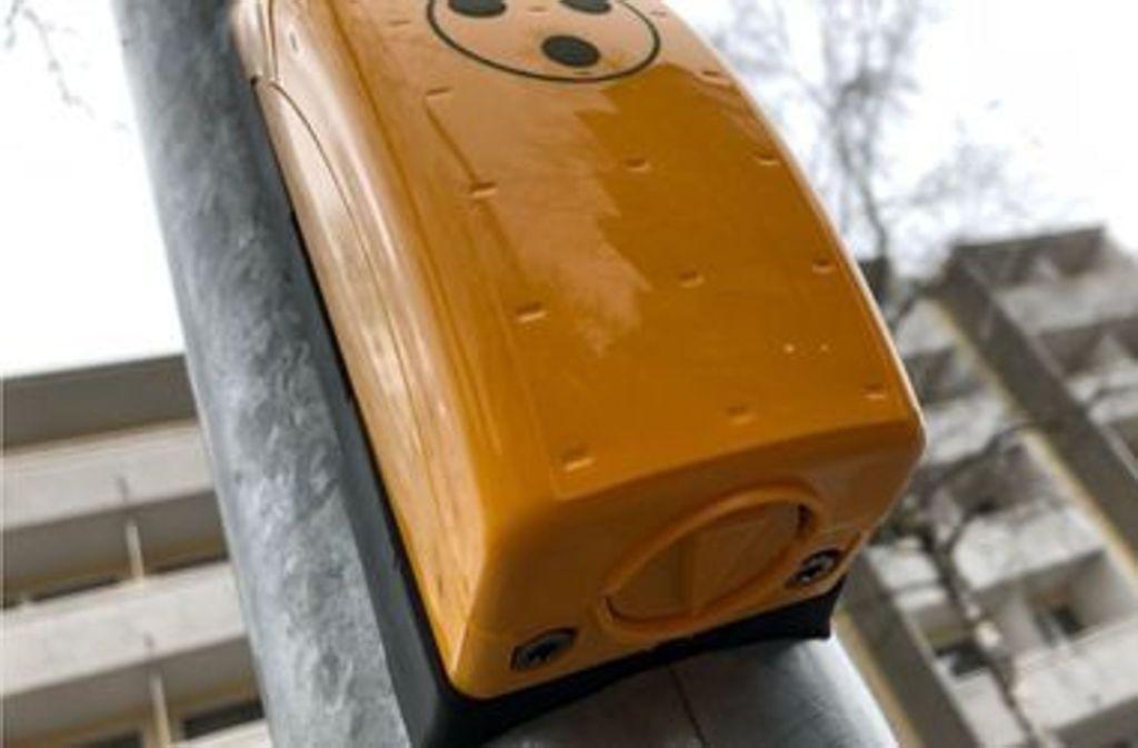 Um den Knopf unter dem gelben Ampelkasten ranken sich wilde Theorien. Foto: Glomex
