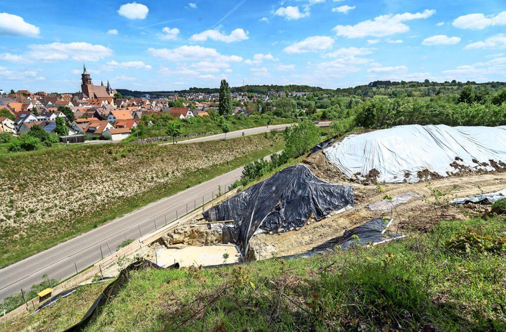 Derzeit wird die Baugrube für die neue Brücke über die Weil der Städter Südumfahrung ausgehoben. Foto: factum/Jürgen Bach