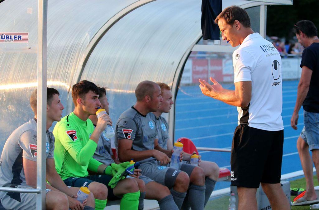 Kommuniziert sehr viel mit seinen Spielern: Kickers-Trainer Ramon Gehrmann. Foto: Baumann