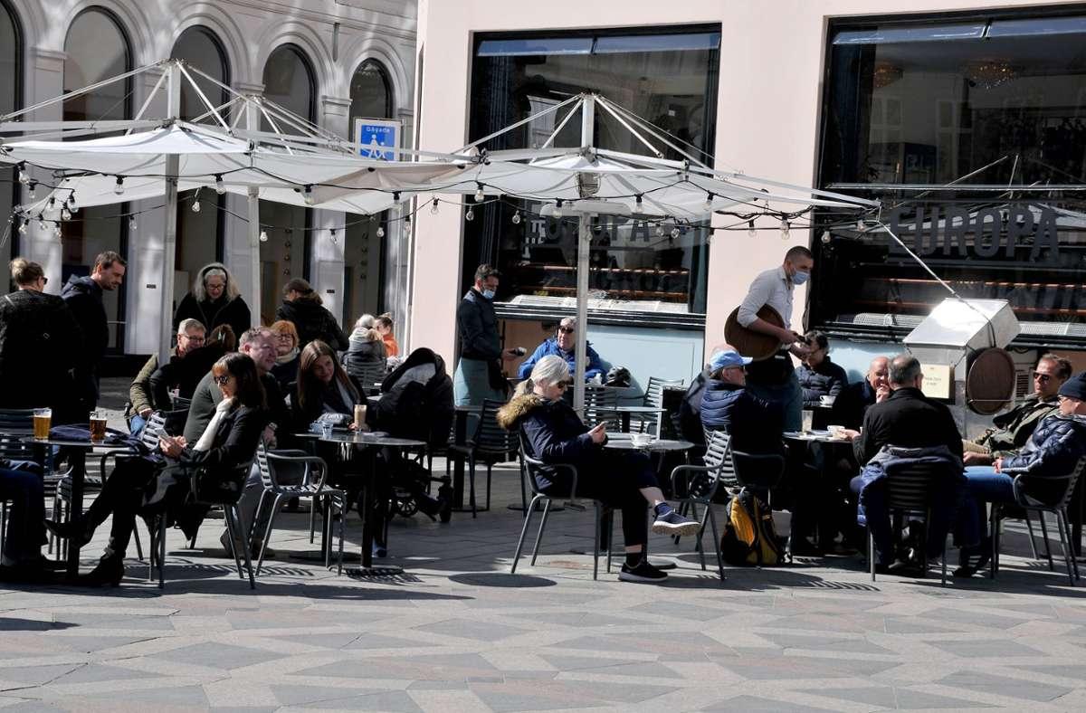 In Dänemark sind Cafés, Restaurants und Bars wieder offen. Foto: imago images/Dean Pictures/Francis Joseph Dean