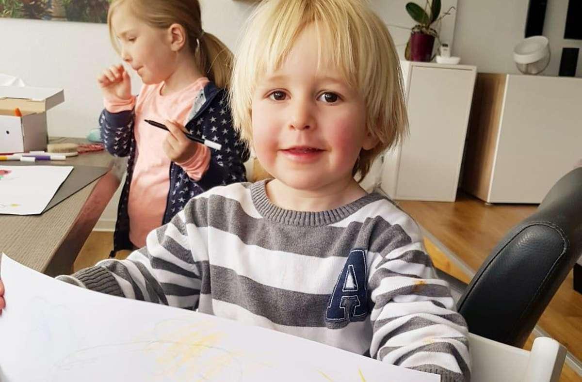 Jetzt können sich die Kinder, die von der Tagesmutter Cornelia Wüst betreut werden, wieder kreativ austoben, derweil ihre Eltern arbeiten. Foto: z/privat