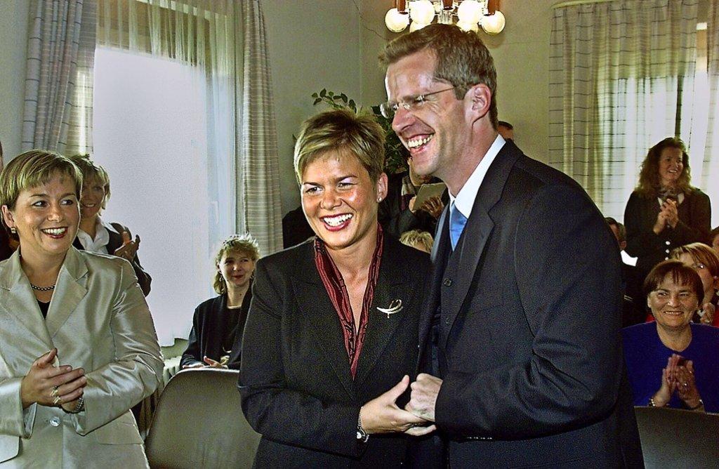 Nach dem  erstmaligen Einzug in den Bundestag haben sich Ulrike und Clemens Binninger im Oktober 2002  das Ja-Wort gegeben.Foto: factum/Archiv Foto: