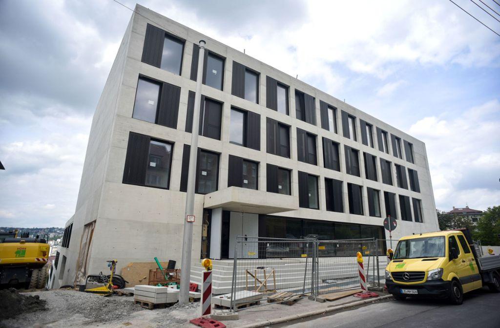 Bleibt noch länger eine Baustelle: die John-Cranko-Schule in der Stuttgarter Urbanstraße Foto: