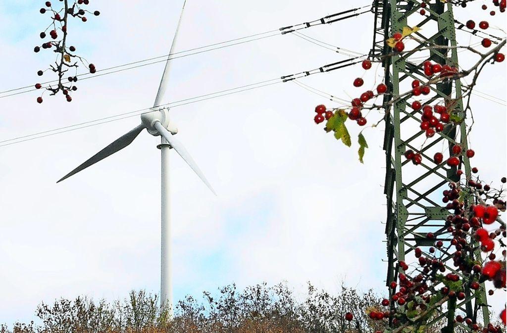"""Es liefert nicht nur """"grünen"""" Strom, sondern ist auch ein Weilimdorfer Wahrzeichen: die Windkraftanlage auf dem Grünen Heiner. Foto: Archiv Georg Linsenmann"""