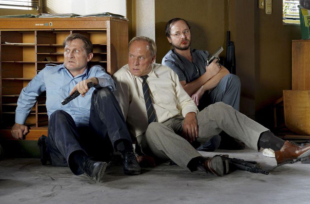 "Jörg (Jörn Hentschel), Felix Murot (Ulrich Tukur) und Kermann (Thomas Schmauser) in ""Angriff auf Wache 08"". Foto: HR/Bettina Müller"