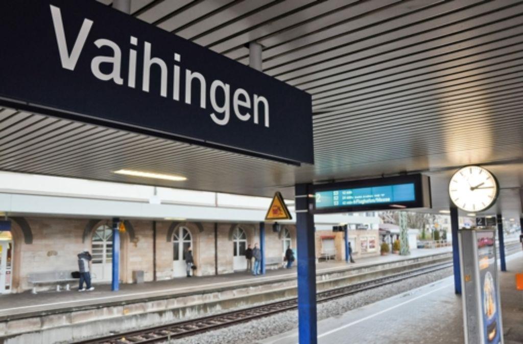 Laut einer Studie macht ein Bahnsteig für Fern- und Regionalzüge den Vaihinger Bahnhof zu einer attraktiven Verkehrsdrehscheibe und entlastet die S-Bahn. Foto: achim zweygarth