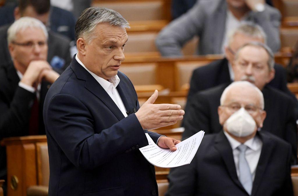 Viktor Orbán will die Abgeordneten in eine Zwangspause schicken. Foto: dpa/T. Kovacs