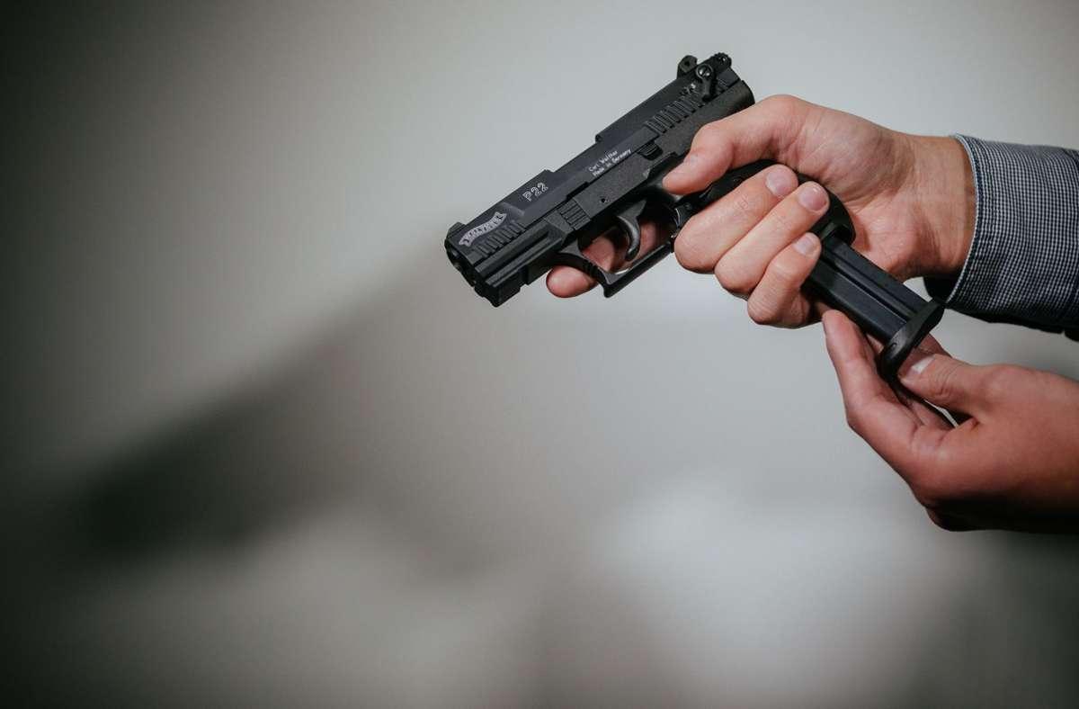 Laut Angaben des Mannes hatte er die Schüsse nur probehalber abgegeben (Symbolfoto). Foto: picture alliance/dpa/dpa-Zentralbild/Oliver Killig