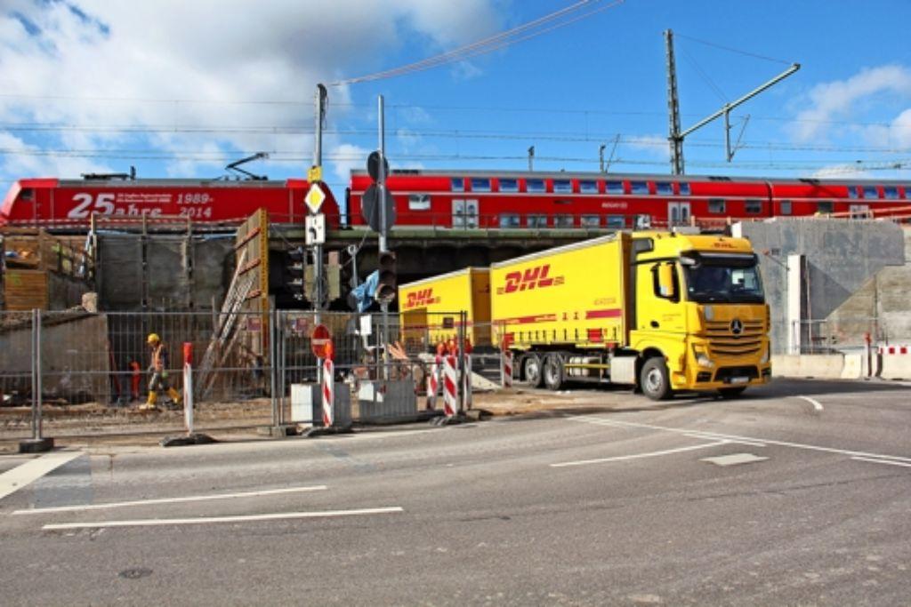 Die Eisenbahnüberführung  über die Borsigstraße Foto: Georg Friedel