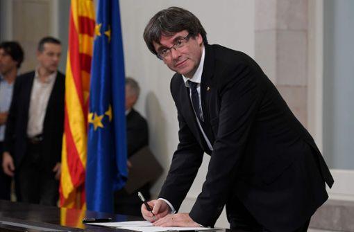 """Carles Puigdemont verzichtet """"vorläufig"""" auf Präsidentschaft"""