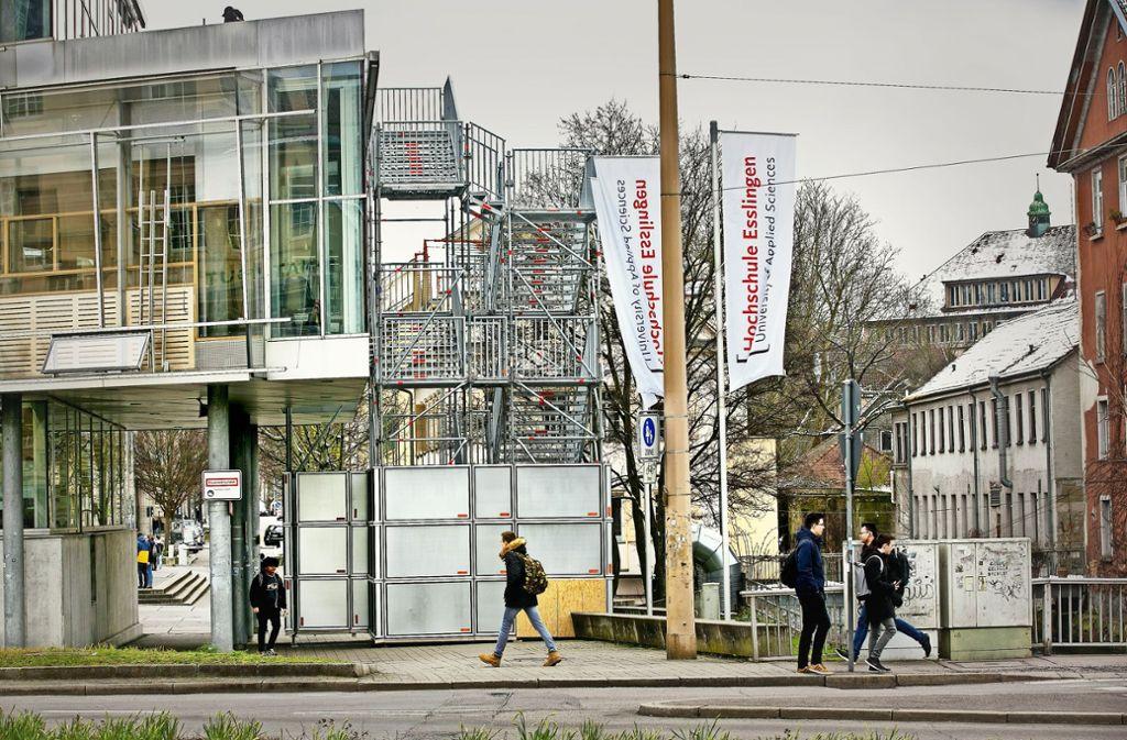 Die Hochschule Esslingen will junge Frauen an IT-Berufe heranführen. Foto: Horst Rudel