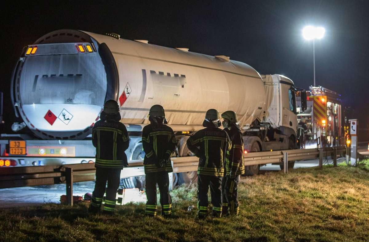 Ein Tanklaster und Feuer – immer eine gefährliche Angelegenheit. Foto: 7aktuell.de/Simon Adomat
