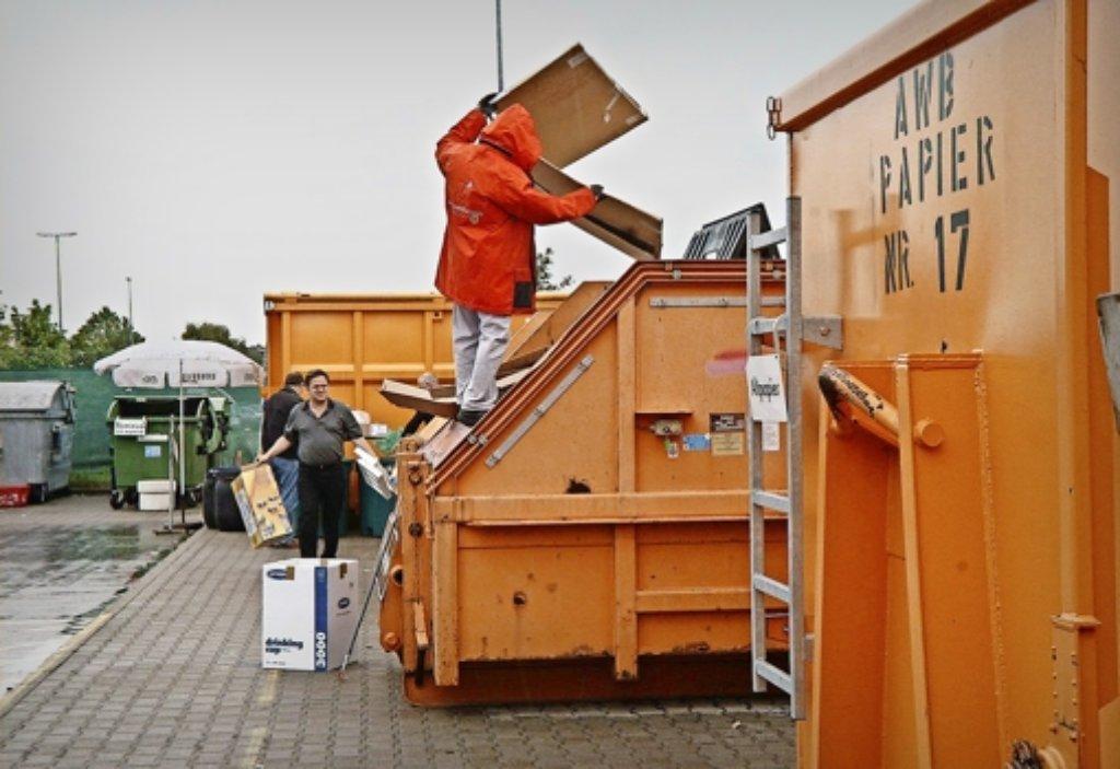 Die Bürger im Kreis entsorgen ihr  Altpapier  meist auf den Wertstoffhöfen. Foto: