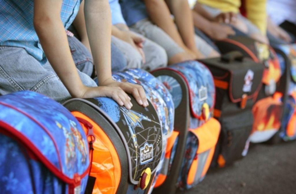 Die Ranzen sind gepackt, das Schuljahr beginnt. Foto: dpa