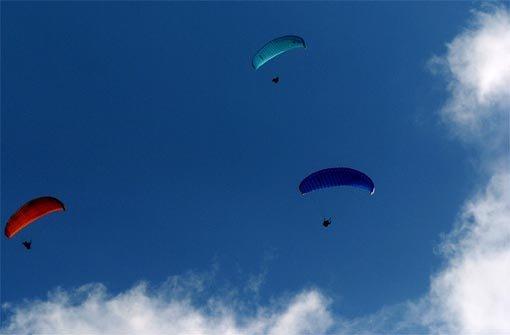27.6.: Gleitschirmflieger landet in Baumwipfel