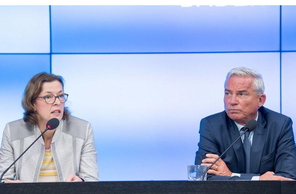 Beate Bube, Präsidentin des Landesverfassungsschutzes, und Innenminister Thomas Strobl vermitteln zwiespältige Botschaften. Foto: dpa