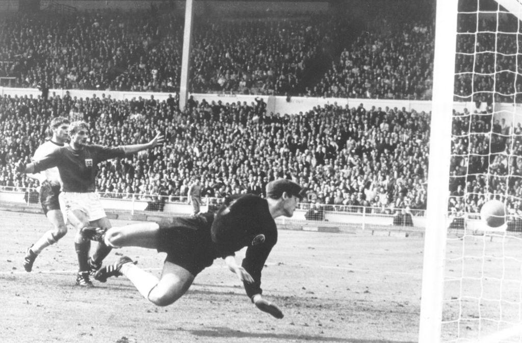 Hans Tilkowski stand beim legendären Wembley-Tor in Kasten der Deutschen. Foto: dpa/dpa
