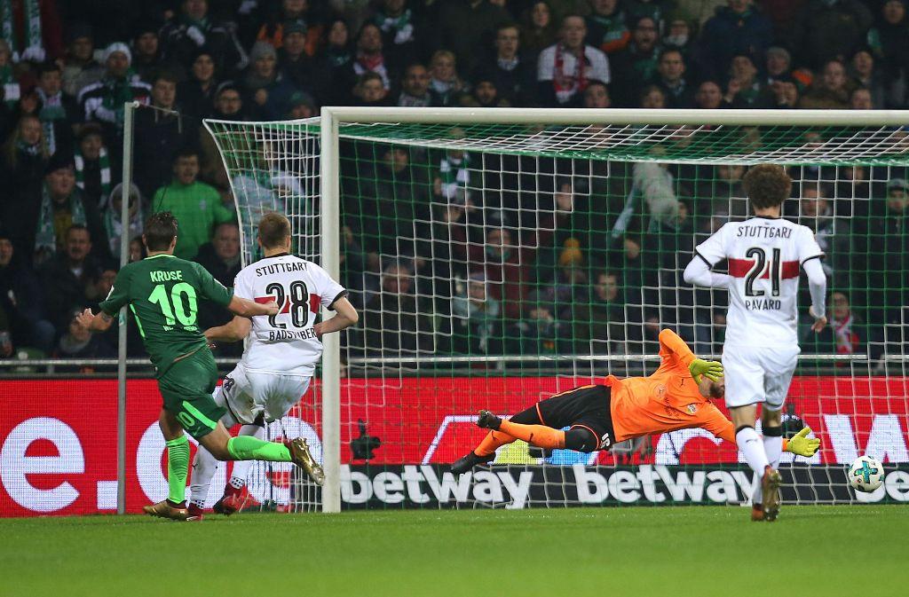 Und dann ist er drin: Werder Bremen führt einen Freistoß schnell aus, der VfB pennt und gerät ins Hintertreffen. Foto: Baumann