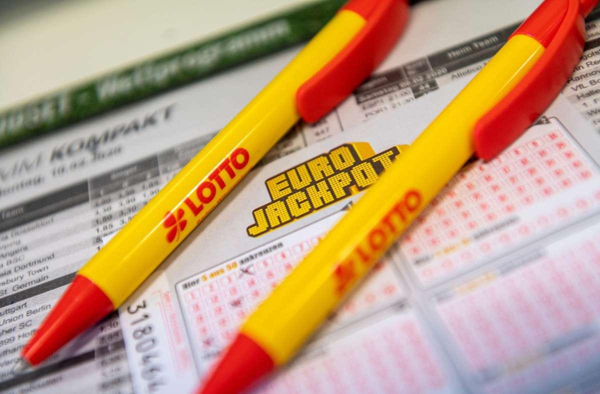 Der Glückspilz aus dem Landkreis Diepholz hat  seinen Spielschein am vergangenen Dienstag abgegeben. Foto: dpa/Patrick Seeger